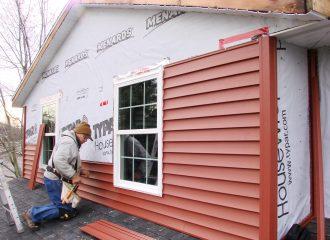 Installing vinyl siding walls